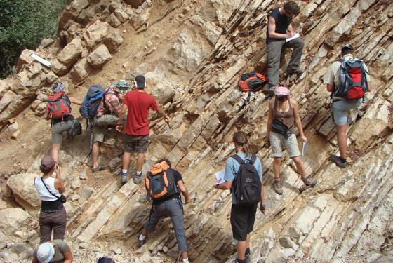 Elèves ingénieurs sur le terrain de géologie